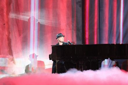 """Pascal Obispo à """"La Chanson de l'année 2012"""" hier au Palais des Sports"""