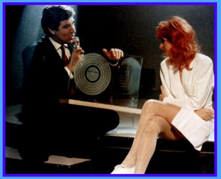 """* BIOGRAPHIE  Les années Ainsi soit je... et Tour 89 (1987 - 1990) -  * Mylène Farmer 1988 – Photographie.  * Mylène Farmer - Séquence musicale : Ainsi soit Je - (Émission tv france 2, encore une chanson). * Mylène Farmer 1989 – Photographie. * Clip musical : Mylène Farmer - Pourvu qu'elles soient Douces. * Mylène Farmer -  Sacrée Soirée - TF1 - 01 novembre 1989 -  Remise d'un disque de diamant pour l'album """"Ainsi soit je..."""""""
