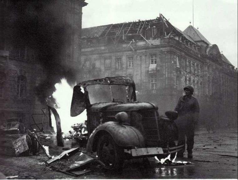 Place de la République : la ville est encore sous les feux de l'artillerie à longue portée située de l'autre coté du Rhin
