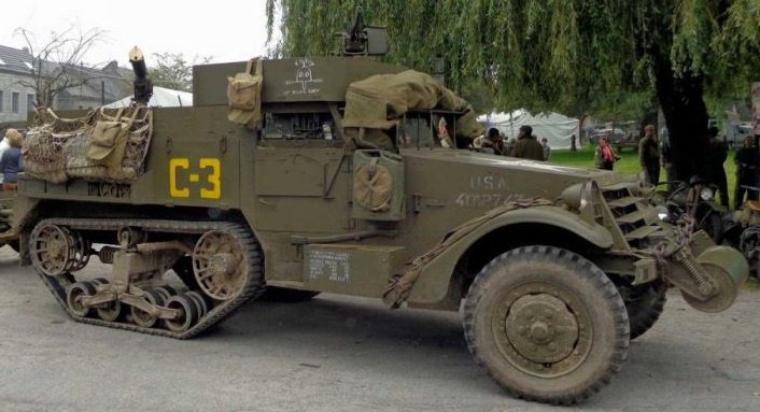 Half-track White M3 et M16
