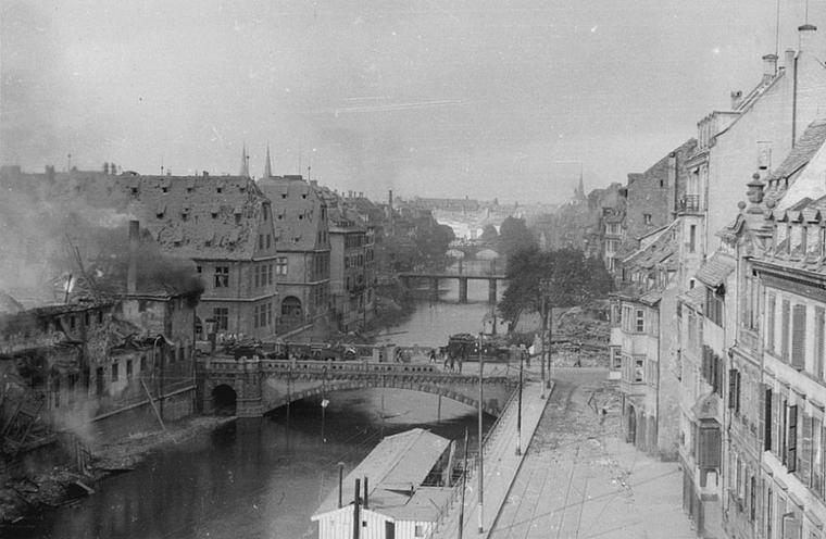 1944.08.11 ancienne douane quai saint nicolas