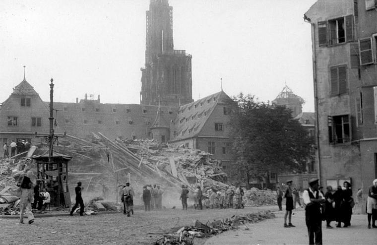 1944.08.11 decombres 6 à 9 place du corbeau