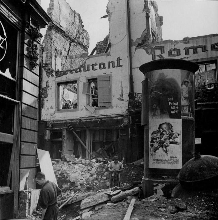 1944.08.11 vieux marché aux grains