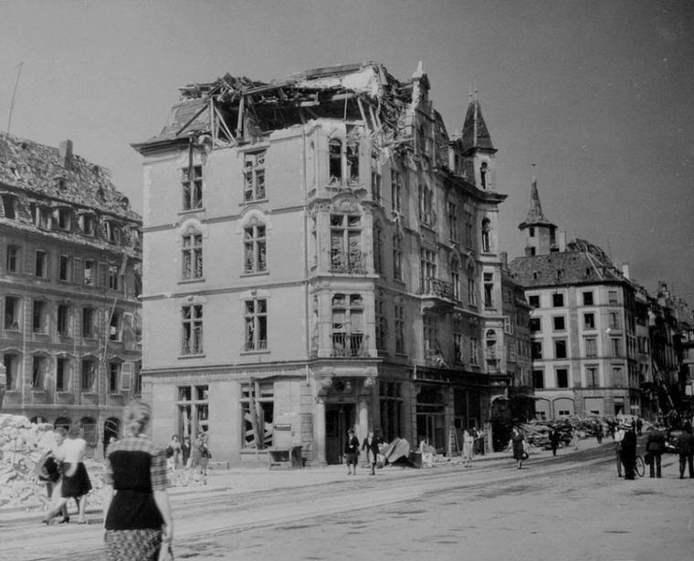 1944.09.25 place vieux marchés aux poissons