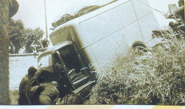 Y a eu quelques accidents routiers lors des transferts de ville en ville ...