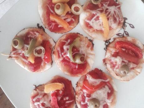 Je fais des minis pizzas