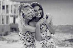 Lorsque quelque chose nous fait mal, un véritable ami ne continue pas dans ce sens mais il fait tout pour que ça aille mieux.