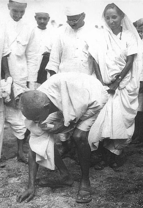 La marche du sel par Gandhi , il y a 84 ans