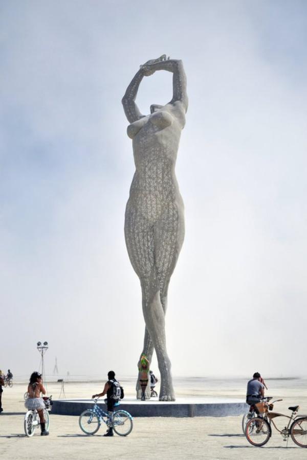 La femme grandeur nature