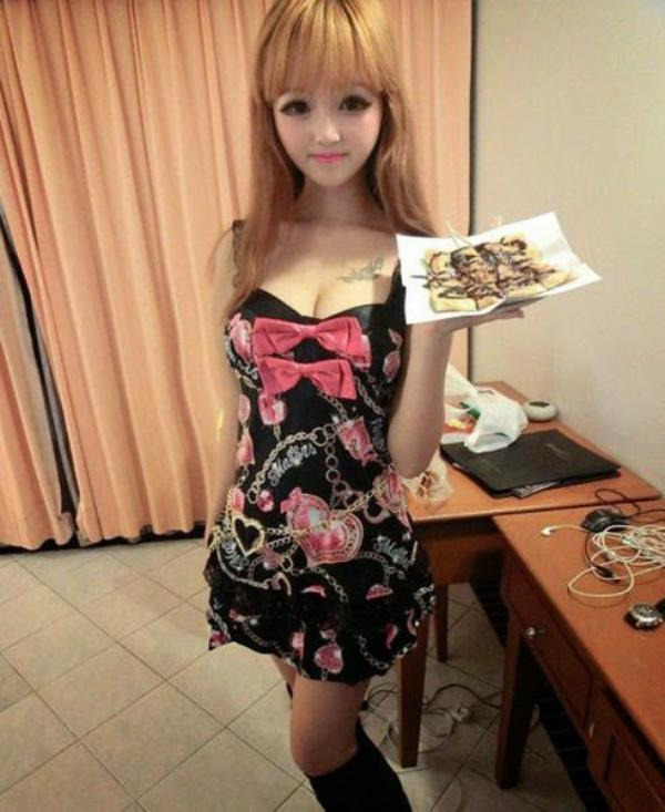 Yun Tang barbie humaine chinoise