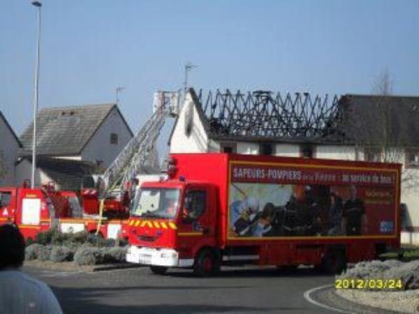 Châtellerault 86 : un incendie dans une maison (25/03/2012 05:46 )