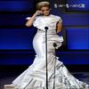 . .  Rihanna et sa robe escalier !  . .