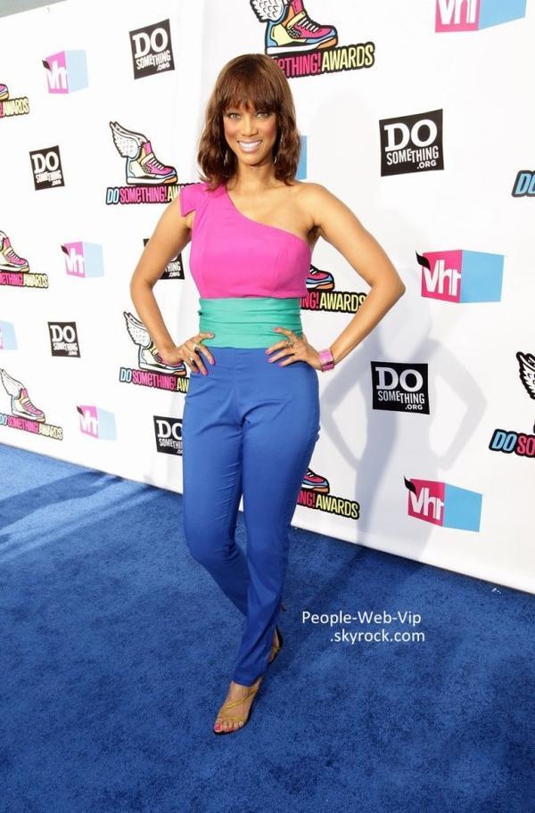 > Tyra Banks & Jojo  Tyra avec un grand sourire & Jojo radieuse pendant les Do Something Awards 2011 ( à l'Hollywood Palladium, le dimanche (14 août) à Hollywood.)