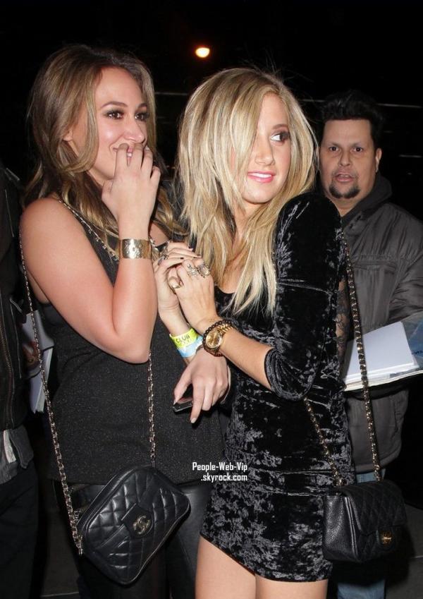> Ashley Tisdale  Ashley se dirige  au Trousdale pour une nuit avec BFF Haylie Duff (à Los Angeles le vendredi soir (Décembre 16).