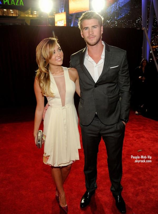 Miley Cyrus et Liam Hemsworth : Le couple Fashion de la cérémonie !