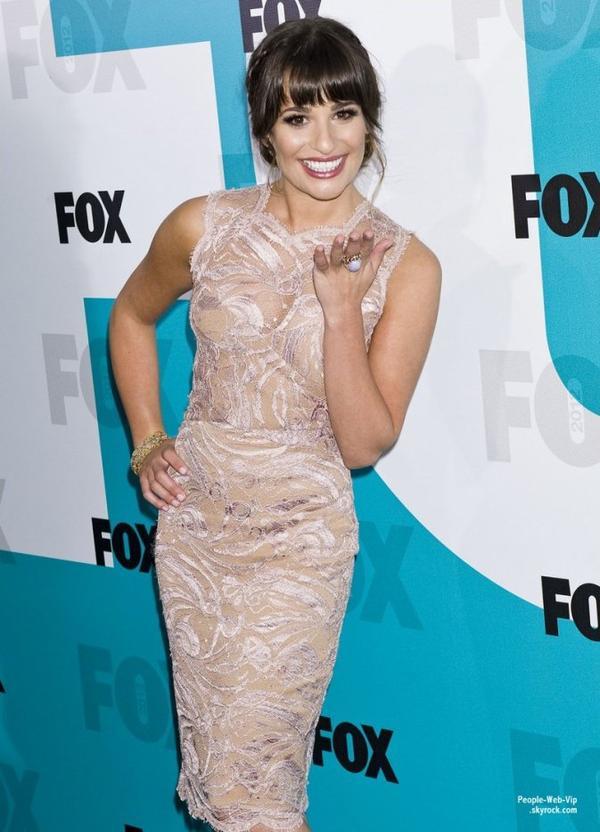 Lea Michele et quelques co stars de la série Glee prennent  la pose lors de la 2012 Fox Upfront presentation ( à la patinoire Wollman de Central Park, le lundi (14 mai) à New York.)