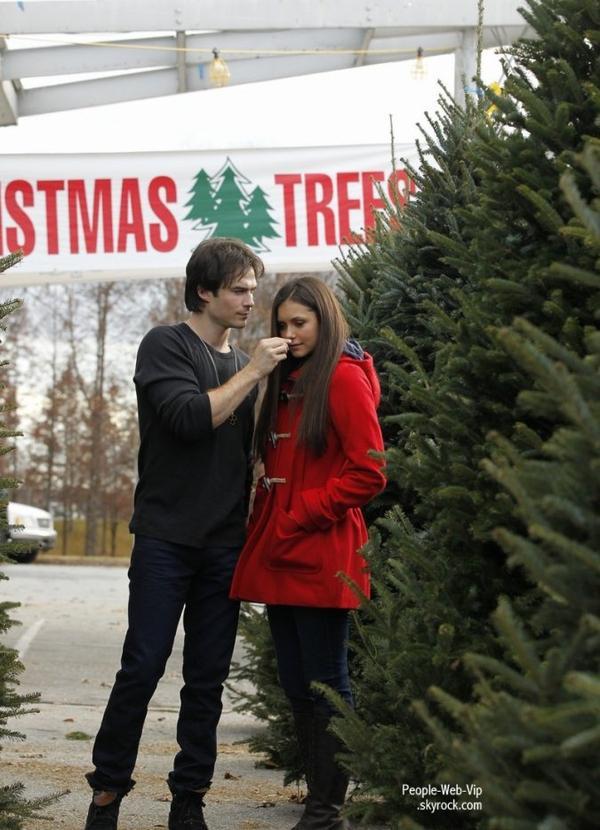 Ian Somerhalder et sa petite Nina Dobrev  ensemble, pour choisir le parfait arbre de Noël  (mardi (Décembre 4) à Atlanta, en Géorgie)