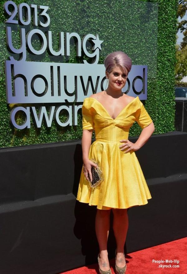 Kelly Osbourne  en jaune, Lucy Hale toute mignonne, Ian Somerhalder classe et Selena Gomez récompensé  pendant les  2013 Young Hollywood Awards (à La Scène Broad jeudi (1 Août) à Santa Monica, en Californie)