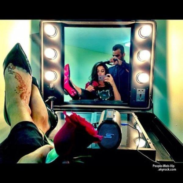 PHOTOS TWITTER DE LA SEMAINE : Justin Timberlake avec Ellen DeGeneres, Selena Gomez, Ciara à Paris, Miley Cyrus, Demi Lovato et ses cheveux bleus, Vanessa Hudgens, Miranda Kerr et une banane et Nina Dobrev qui pose pour soutenir Obama ! Laquelle préférez vous?