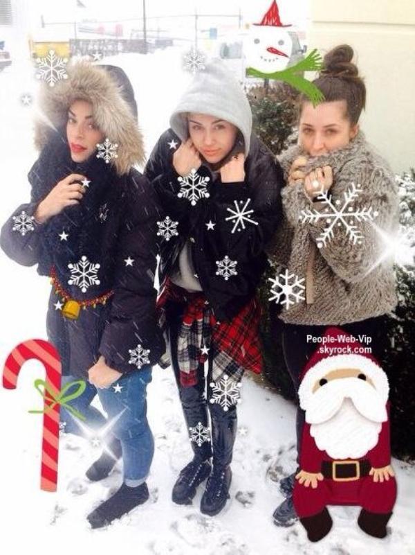 Comment Miley Cyrus nous souhaite un bon noël?  (le samedi après-midi (14 Décembre ) dans le New Jersey .)