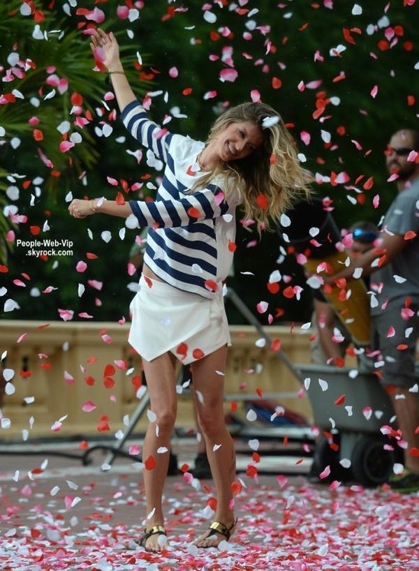 Gisele Bundchen danse dans les rues de Miami autour de confettis en forme de pétales de rose pendant le tournage d'un spot publicitaire. ( le jeudi (10 Juillet) à Miami, en Floride )