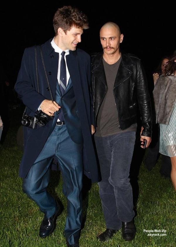 James Franco discute avec son ami Keegan Allen tout en quittant le concert de Lana Del Rey à Los Angeles. L'acteur de 36 ans a dévoilé son crâne rasé avec un tatouage avec Elizabeth Taylor et Montgomery Clift  ( vendredi soir (Octobre 17)
