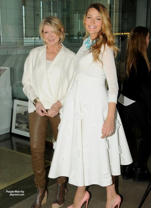 "Bientôt maman, Blake Lively a été aperçue au ""2014 American Made Summit"" . L'actrice a été repéré à bavarder avec Martha Stewart. ( samedi (8 Novembre) à New York.)"