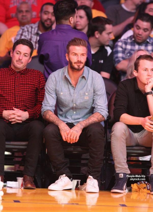 David Beckham a été aperçu  au Staples Center pour encourager les Lakers de Los Angeles avec son meilleur ami Dave Gardner.  (jeudi (29 Janvier) au Staples Center à Los Angeles.)