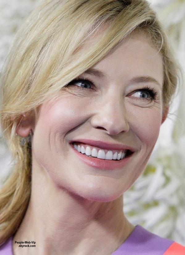 Cate Blanchett en arrivant à la première de son nouveau film Cendrillon. (au Théâtre d'Etat le dimanche (15 Mars) à Sydney, Australie.)