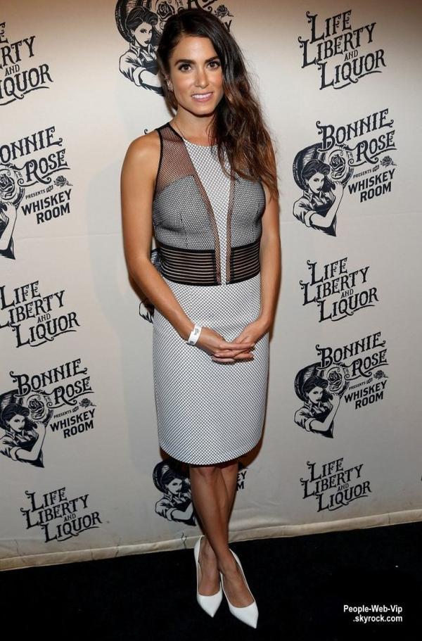 """Nikki Reed a été aperçue au lancement du produit """" Bonnie Rose Whiskey"""" . L'actrice était l'invité spécial à l'événement pour cette nouvelle whisky de maïs blanc inspiré par la légende de Bonnie Rose. ( lundi soir (13 Juillet) à Nashville, Tenn.)"""