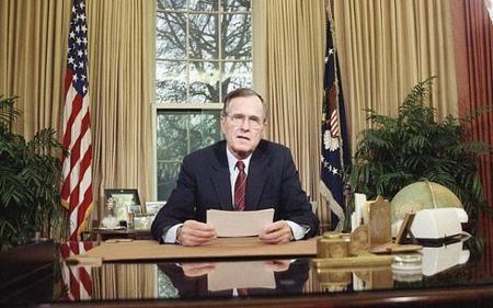 George Herbert Walker Bush, un homme modéré navigant contre ses opinions personnelles