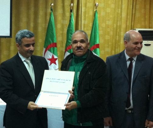 صورة تذكارية مع البروفسور محمد تهمى وزرير الشباب والرياضة الجزائرى