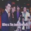 . La belle Miley Cyrus est sortie avec ____ Jonas.