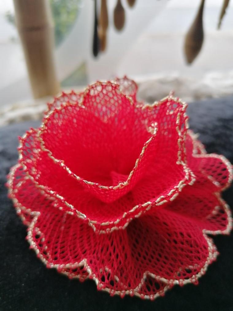 JOCELYNE H. elles sont très très jolies ces petites fleurs, plus un collier perlé et un nouvel arbre du cours, félicitations pour tous ces travaux