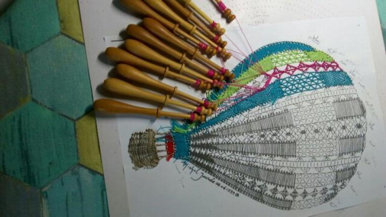 ANNICK deux  ouvrages réalisés avec soin et de très jolies couleurs. Michel Jourde est l'auteur de la montgolfière.