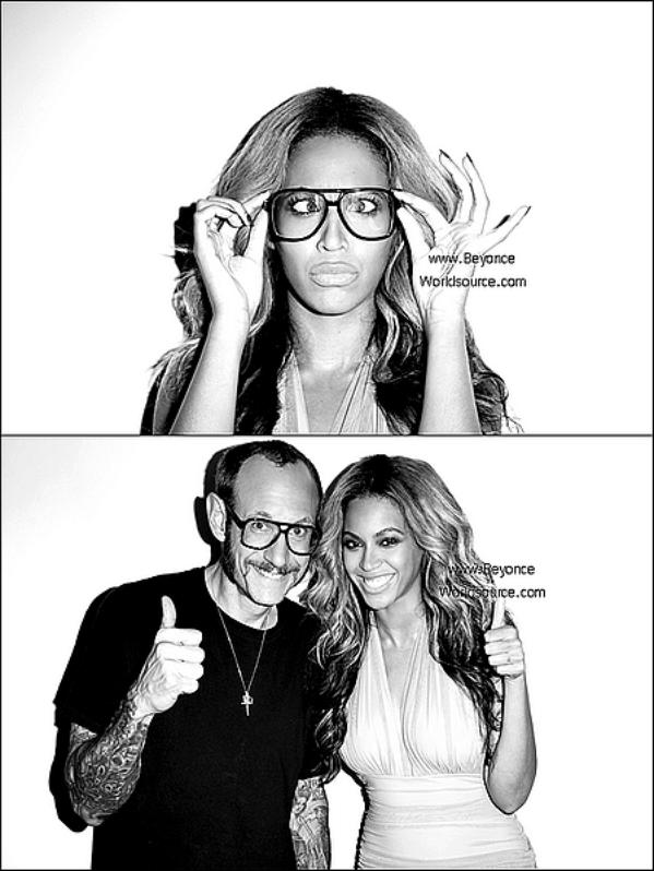 . 22.10.11 :Voici les photos Du photographe américain Terry Richardson qu'il a prise avec Beyoncé après le photoshoot pour Harper's Bazaar.