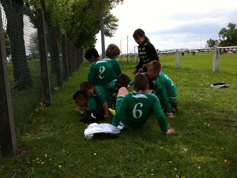 Match de Foot qui se transforme en mêlée de Rugby