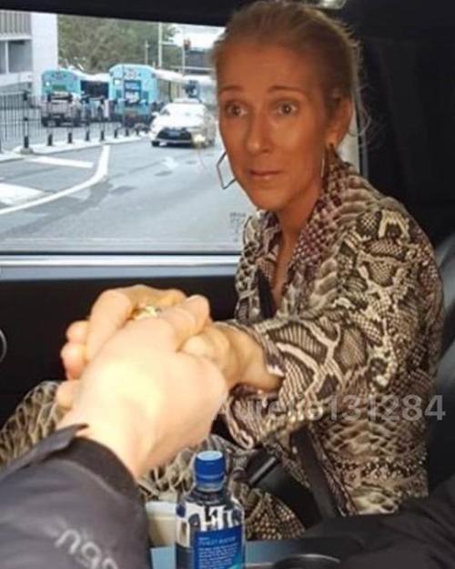Céline quitte l'hôtel pour le deuxième concert à Sydney le 28/07/18