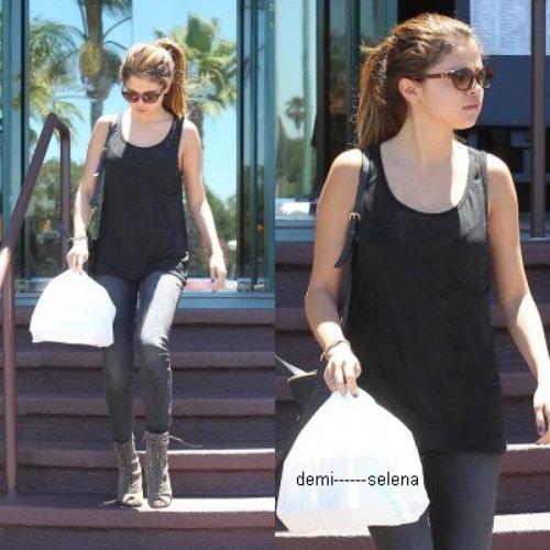Selena Gomez: achetant des sushis à Los Angeles