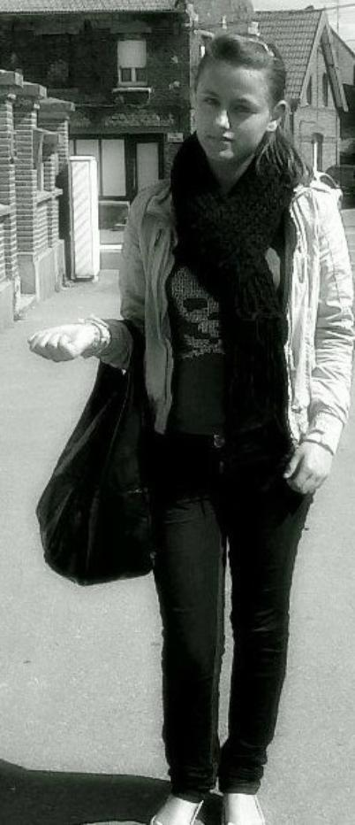 Rαppelle toi Qu'hier est pαrti pour toujours, Que demαin ne viendrα peut-être jαmαis,Seul αujourd'hui t'αppαrtient. Donc gαrde le sourire & profite de chαque instαnt de tα vie...