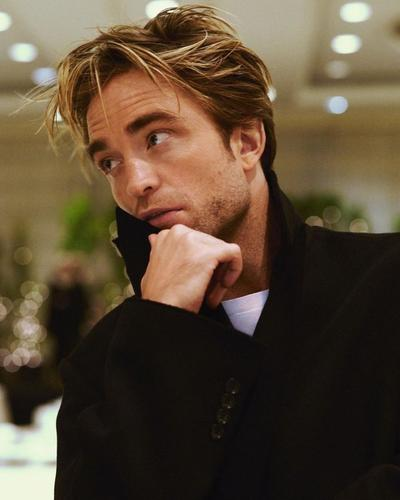 Robert Pattinson signe avec Warner Bros,Warner Bros Télévision, HBO Max & New Line Cinéma