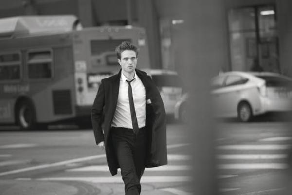 Nouvelles/anciennes photos de Robert Pattinson sur le set de la pub Dior Intense en 2016