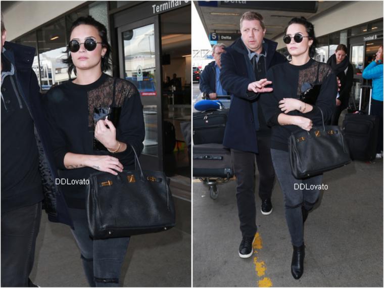 Demi a été vu à l'aéroport de LAX ce 22 janvier 2016.