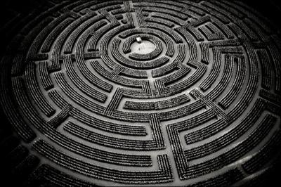 One-Shot Numéro Un ou How sortire of this labyrinth of suffering ?