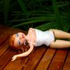 maillot de bain 2 couches  ( voyez une mannequin et pas une barbie )