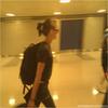 - 27 Juin 2010 : Le même jour, Kris arrivant à New York. Enervée ? Mmmmh.. je crois fin après se n'est qu'une impression.-