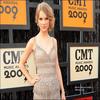 """. C'est officiel ! Taylor est nominée dans les catégories Vidéo de l'Année et Vidéo Féminine de l'Année pour """"You Belong with Me"""" et Vidéo de l'Année en colaboration pour """"Best Day of Your Life"""". Vous pouvez dorénavant votez pour elle sur CMT.com. Souhaitons lui bonne chance :)."""