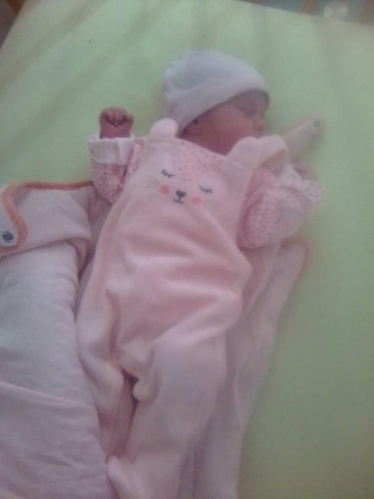 voila ma petite princesse angelina elle a 10 jours