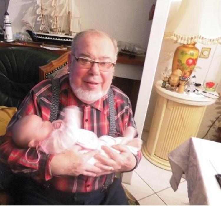 1ere photo de mon mari avec sa petite fille angelina