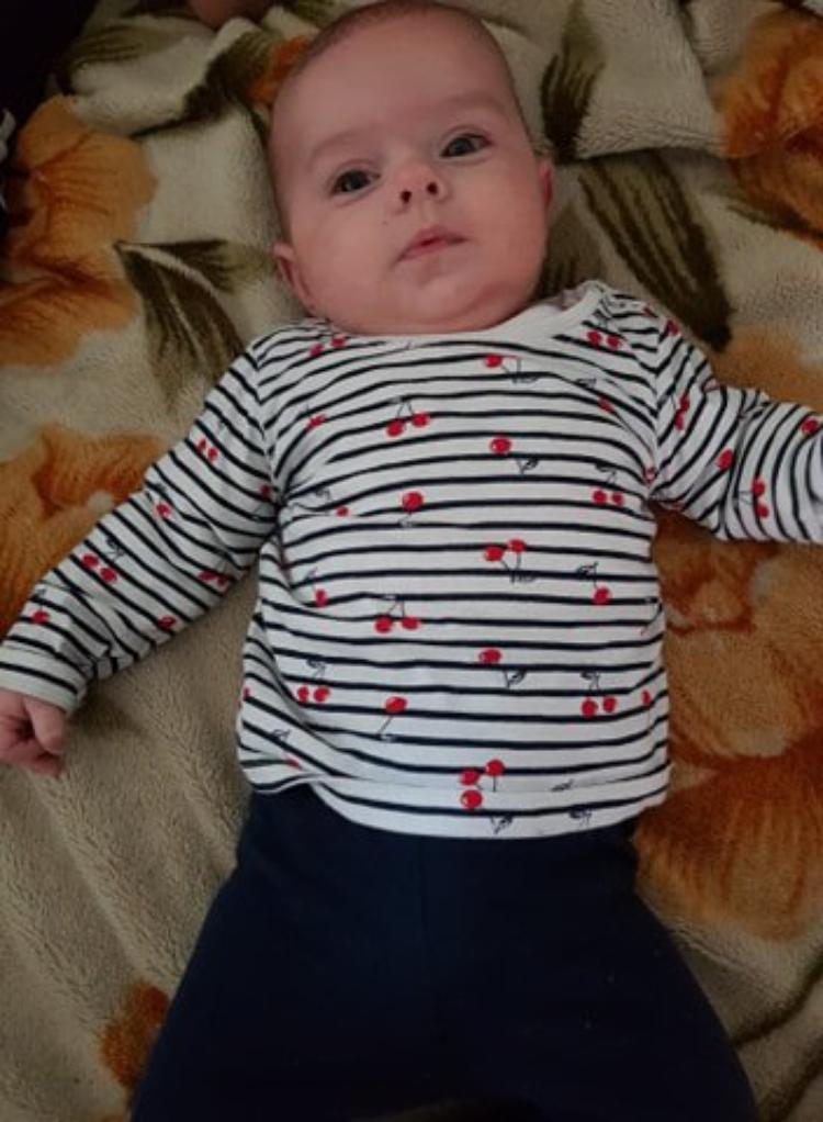 voila ma petite angelina 3 mois et demi